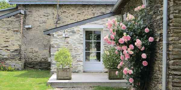 Holiday home in Bécon-les-Granits