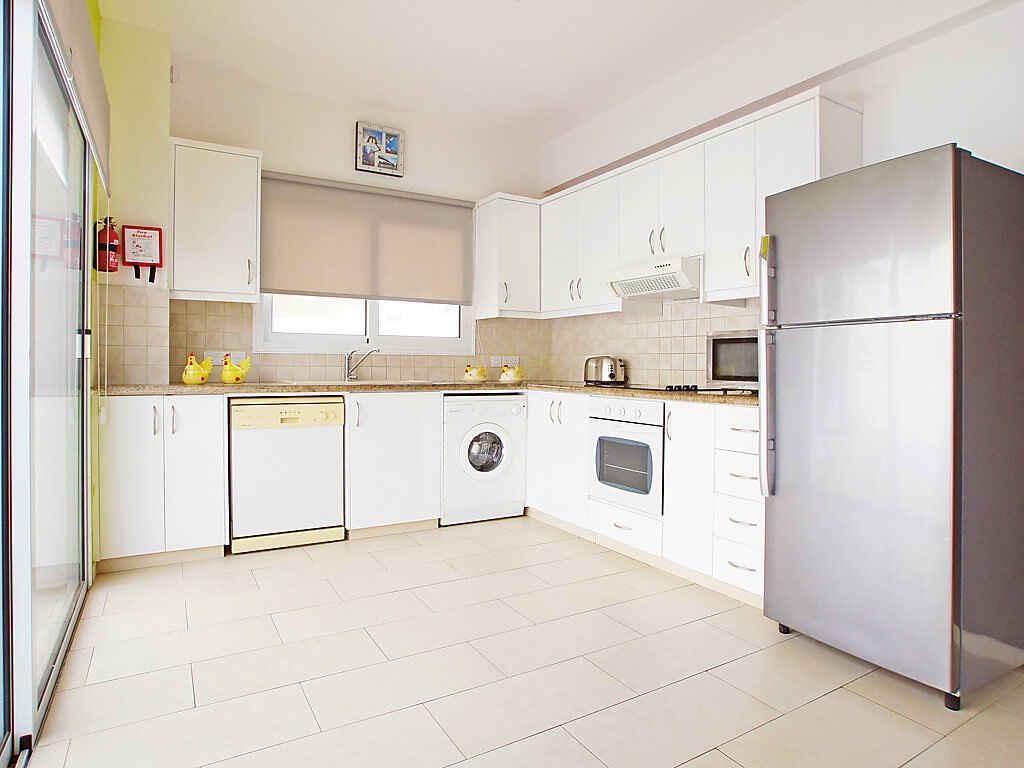 villa in pernera zypern. Black Bedroom Furniture Sets. Home Design Ideas