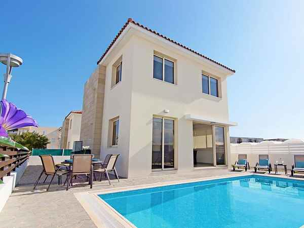 villa in paralimni typ villa personen bis 6 schlafzimmer 3 badezimmer 2. Black Bedroom Furniture Sets. Home Design Ideas