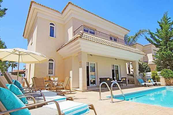 Villa in Paralimni