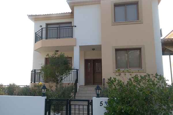 Town house in Pomos