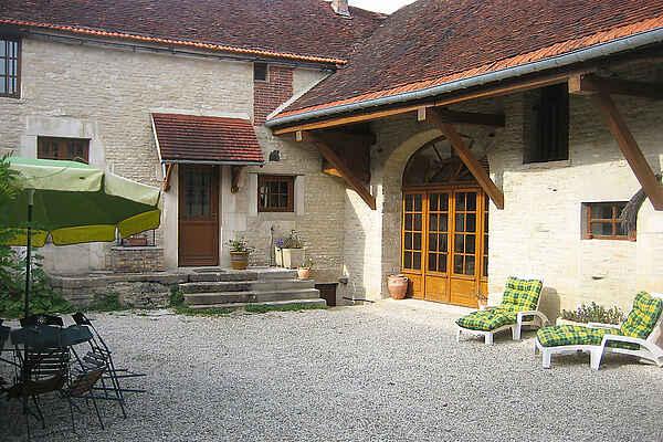 Villa in Cruzy-le-Châtel