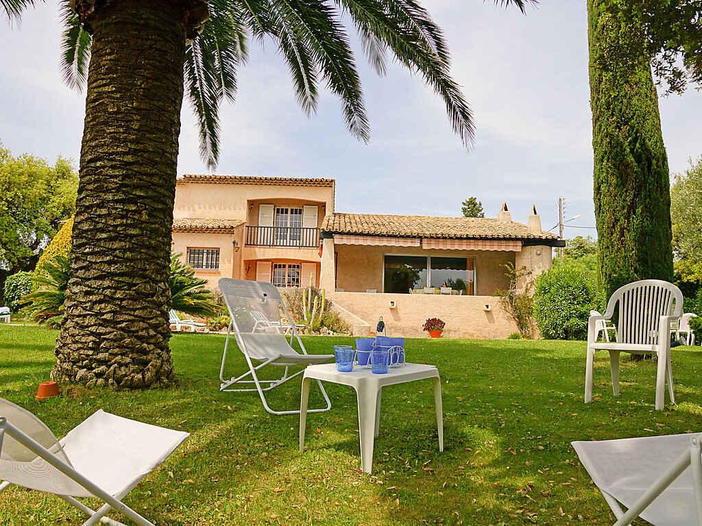 villa in saint rapha l frankreich. Black Bedroom Furniture Sets. Home Design Ideas