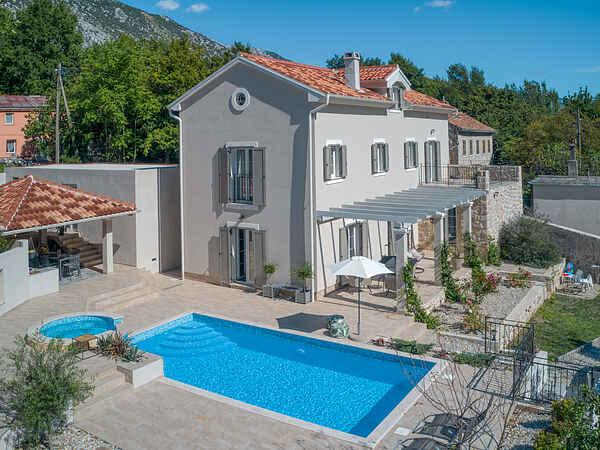 Villa i Drivenik