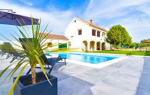 Villa ihhr4013.295.1