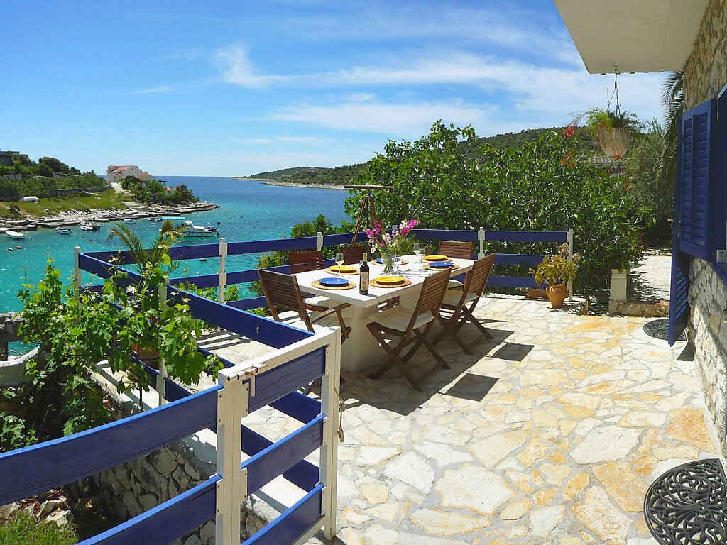 villa in marina kroatien. Black Bedroom Furniture Sets. Home Design Ideas