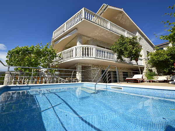 Villa in Okrug Gornji