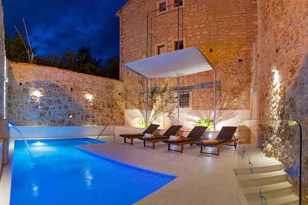 Villa in Bol