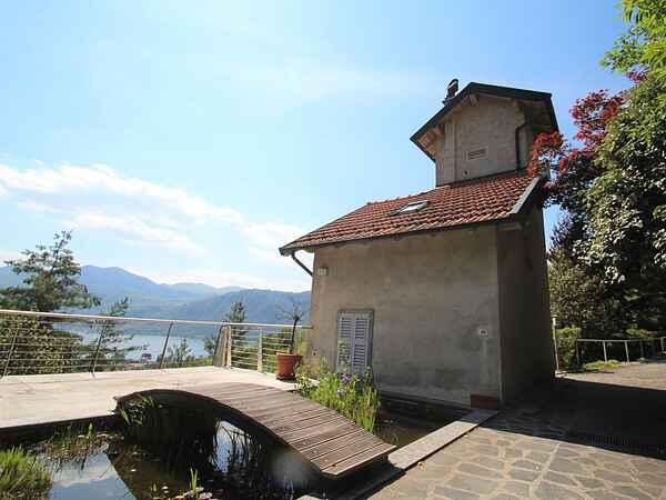 Villa i Pettenasco