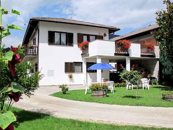 Apartment in Calceranica al Lago