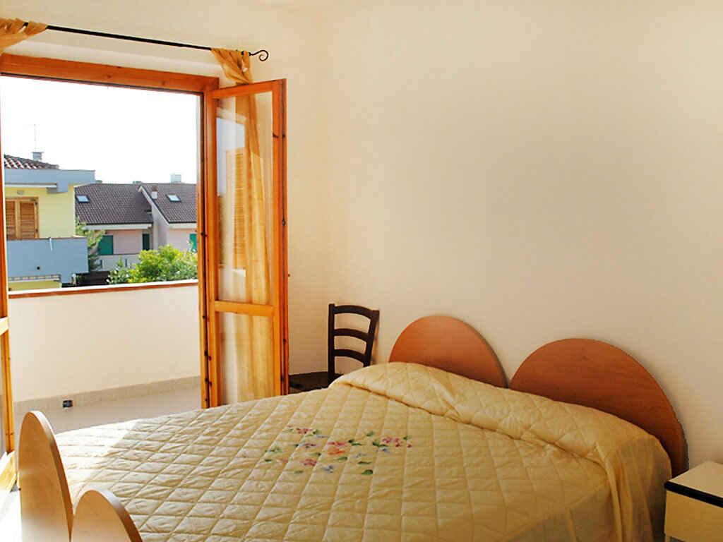 Casa in citt in paestum italia for Semplice casa con 3 camere da letto piani kerala