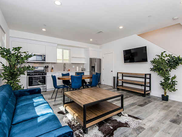Town house in Central LA