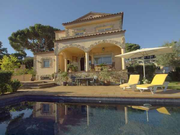 Wonderful villa with luxury features and sea view!