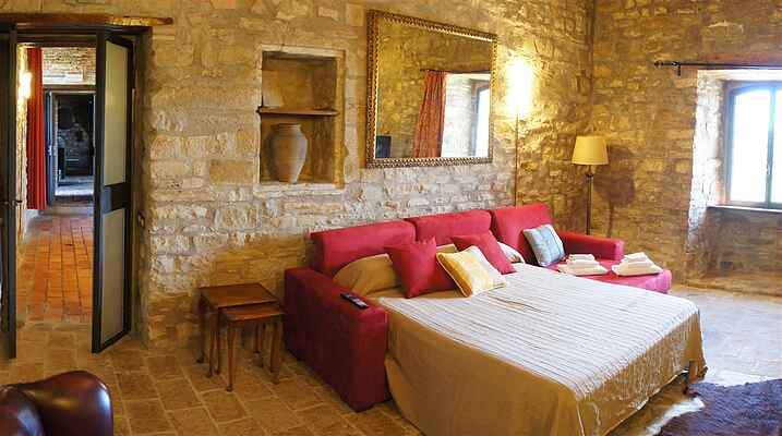 Castle in Gubbio Umbria sleeps 8, jacuzzi, private