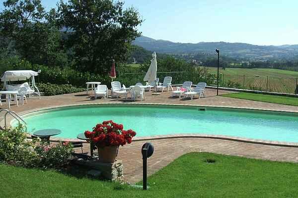 Holiday home in Mantignana