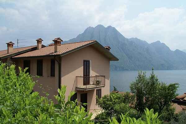 Apartment in Riva di Solto