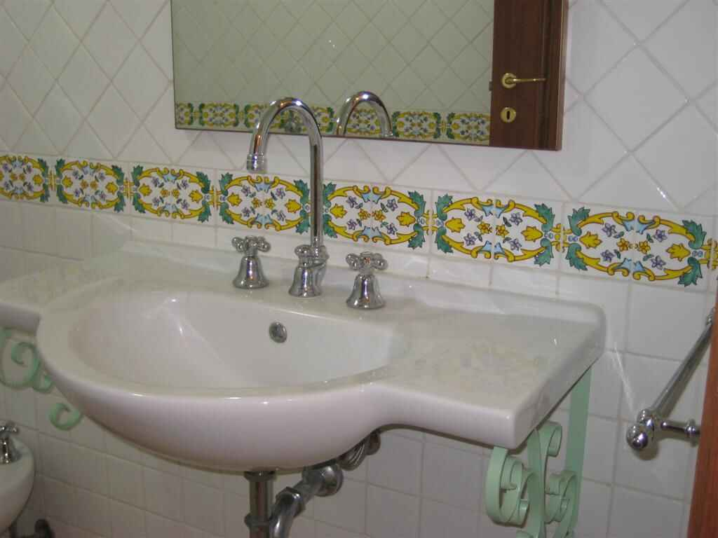 Rent a house in San Dzhovanni Di Sinis on the coast inexpensively