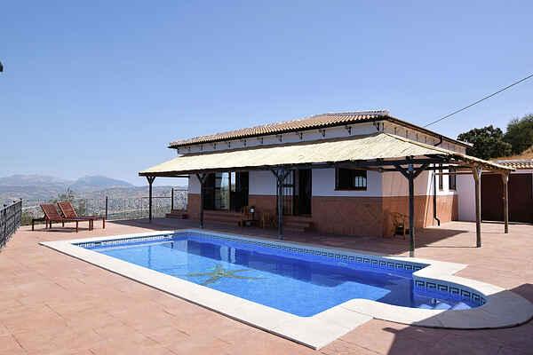 Villa in Iznájar