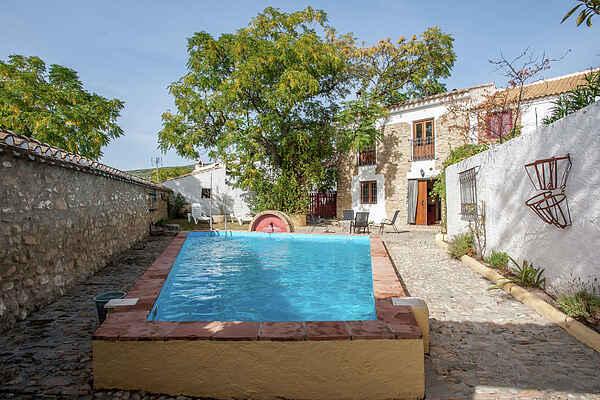 Farm house in Fuentes de Cesna