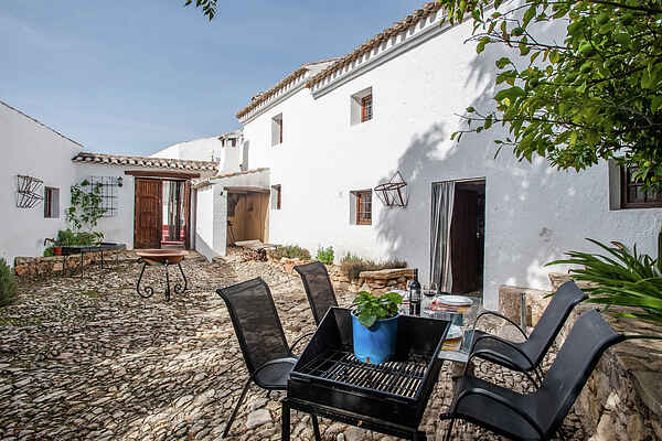 Farm house in Algarinejo