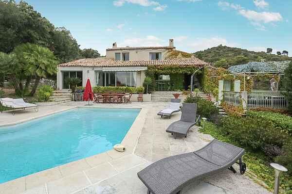 Villa i Falicon