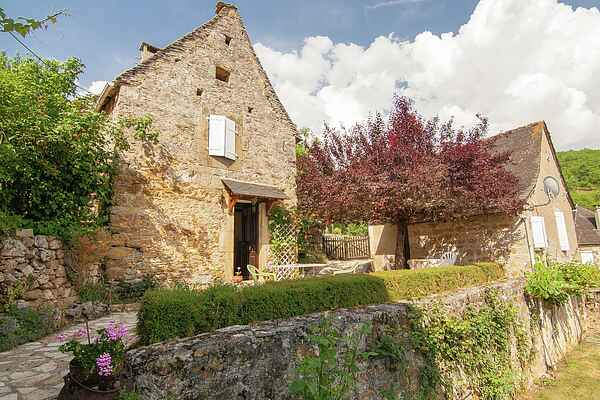 Cottage in Chartrier-Ferrière