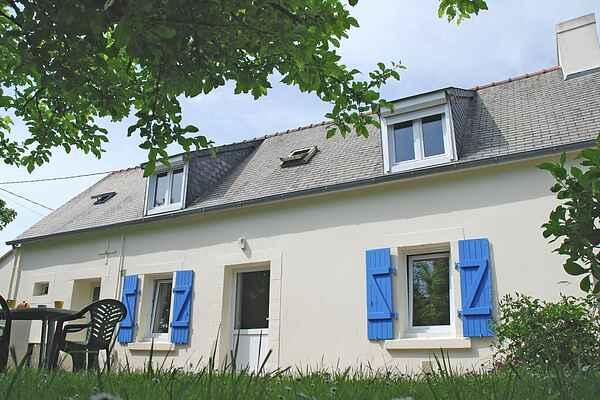 Holiday home in Saint-Évarzec