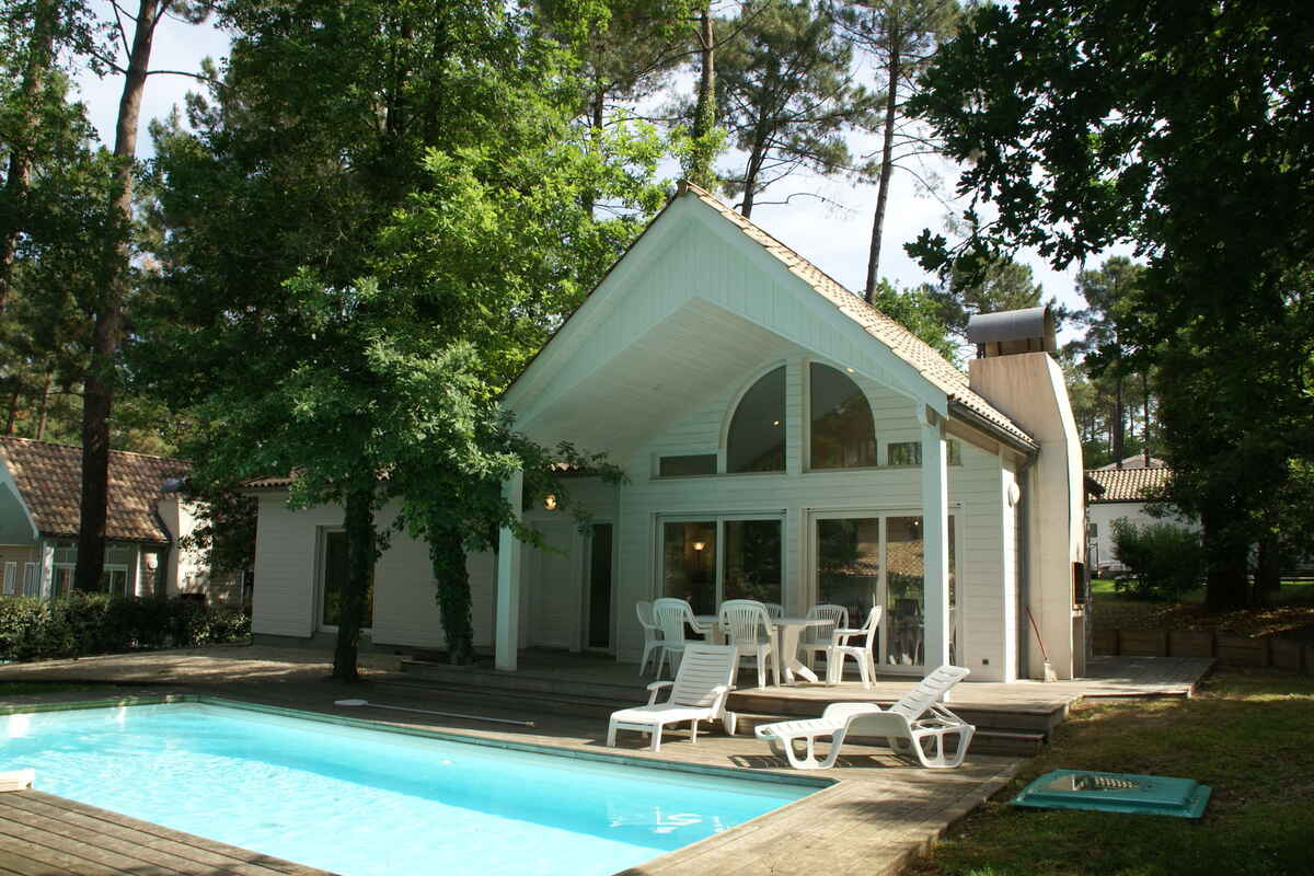 villa in biscarrosse frankreich. Black Bedroom Furniture Sets. Home Design Ideas