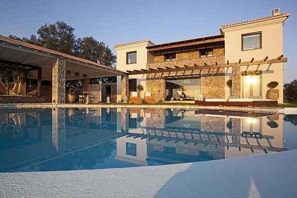 Villa i Viros