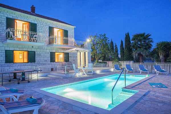 Villa i Selca