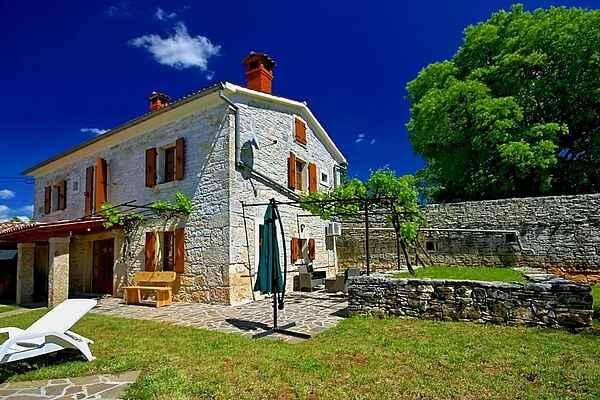 Villa i Tinjan