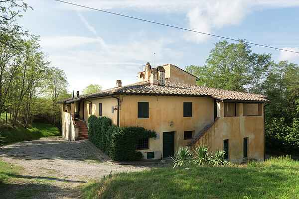 Farm house in Ghizzano