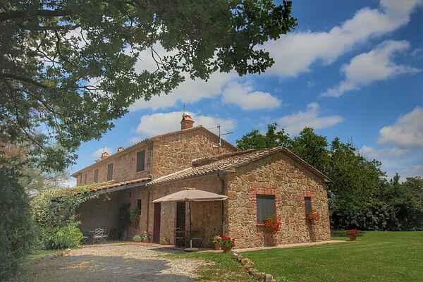 Farm house in Proceno
