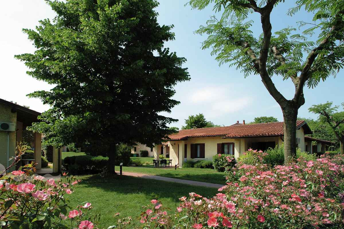 Bungalow Hotel Lombardy