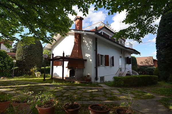 Villa i Montescudo