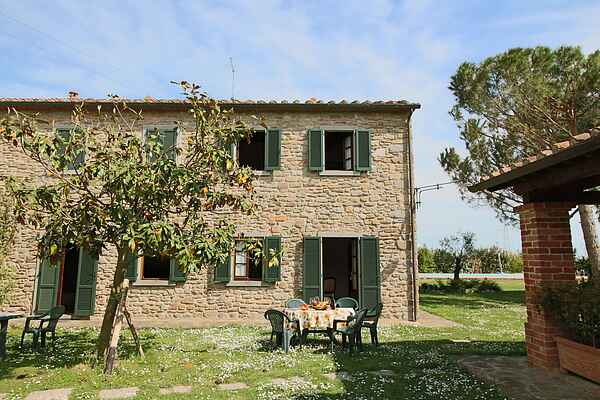 Farm house in Camucia