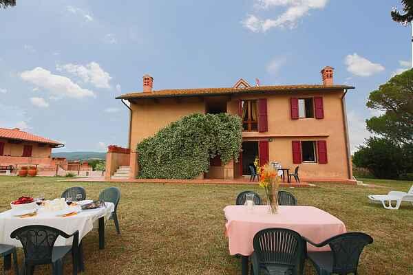 Farm house in Valpiana