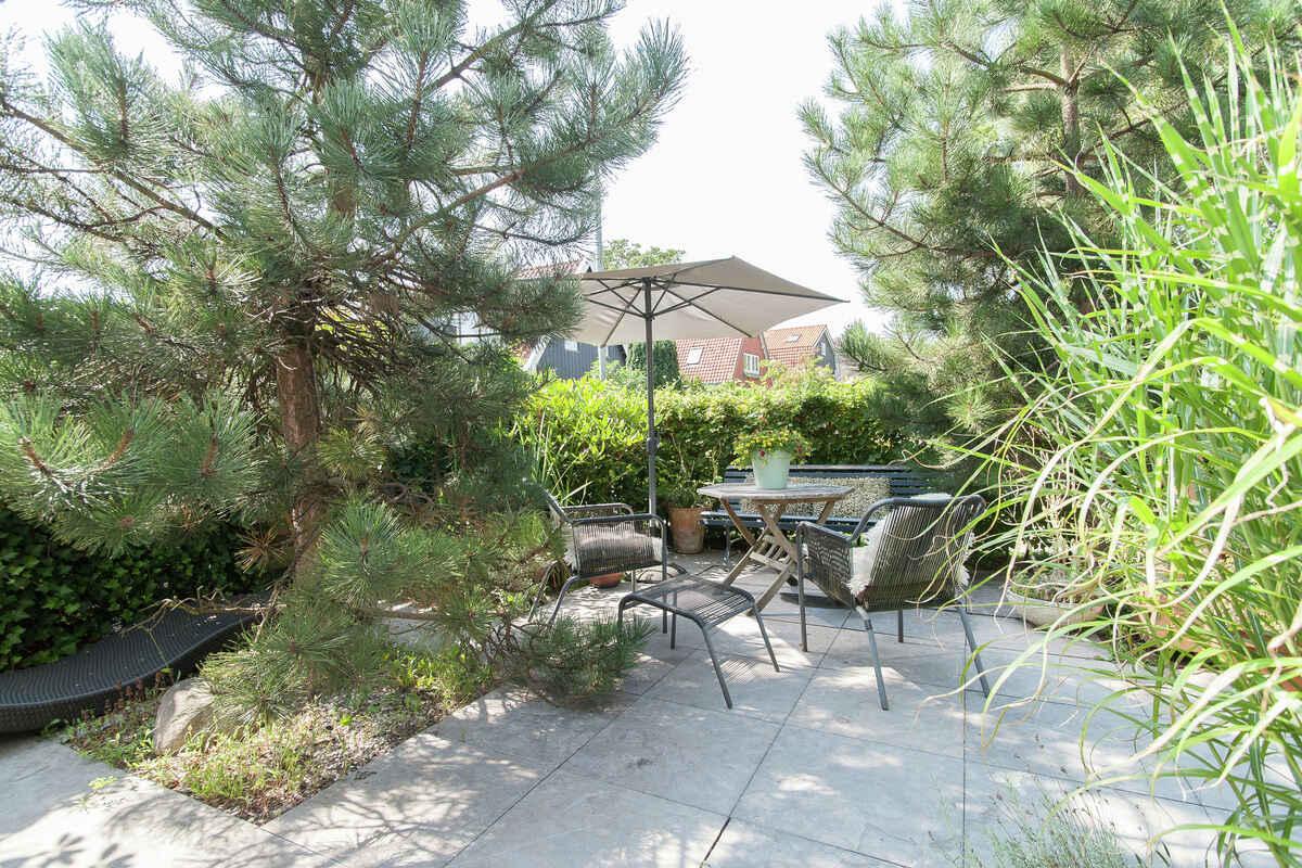 villa in bergen niederlande. Black Bedroom Furniture Sets. Home Design Ideas