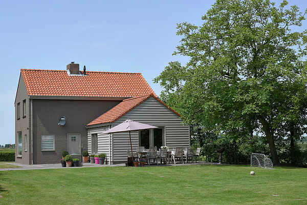 Farm house in Zuidzande