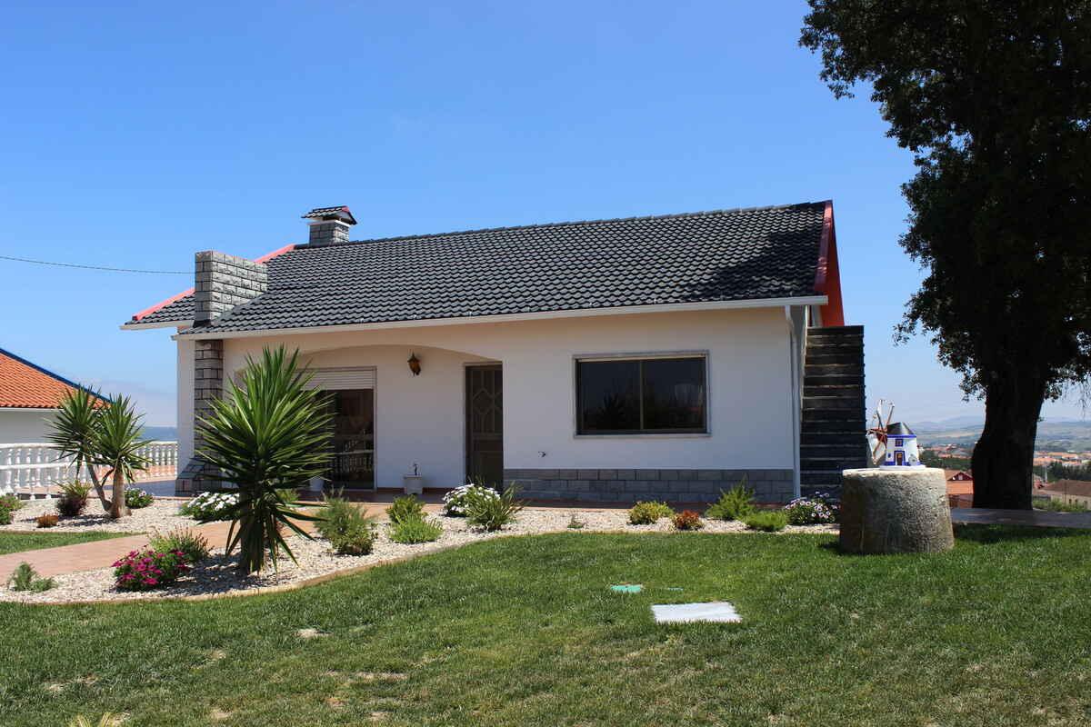 ferienhaus in gamelas portugal. Black Bedroom Furniture Sets. Home Design Ideas