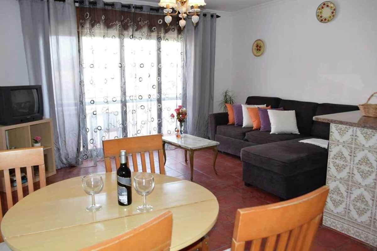ferienwohnung in olhos d 39 gua portugal. Black Bedroom Furniture Sets. Home Design Ideas