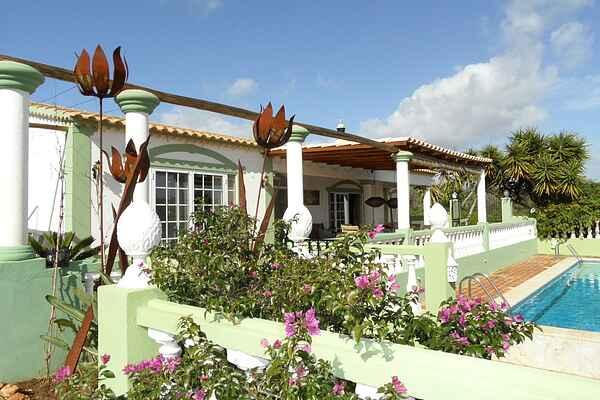 Villa in Monte Raposo