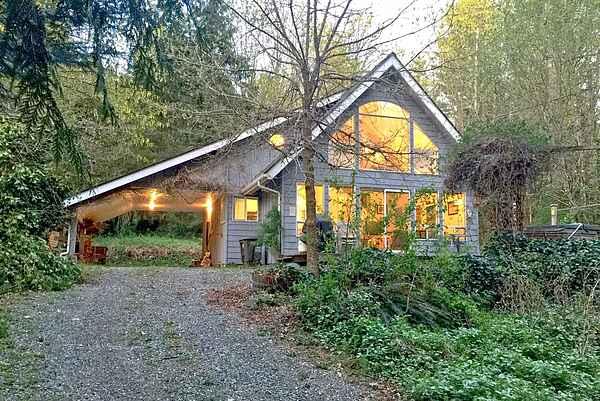 Glacier Springs Cabin #39 - Pet friendly with WiFi