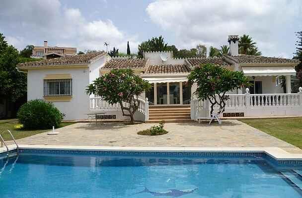 Smuk villa nær strand - Marbella