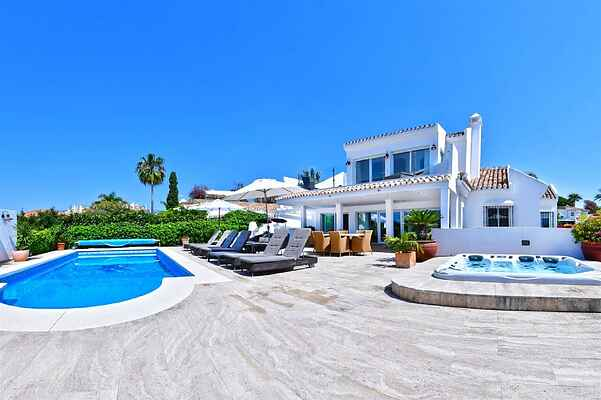 LUXURIOUS BEACHSIDE VILLA NEAR MARBELLA