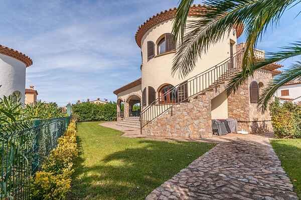 Villa in Vilamacolum