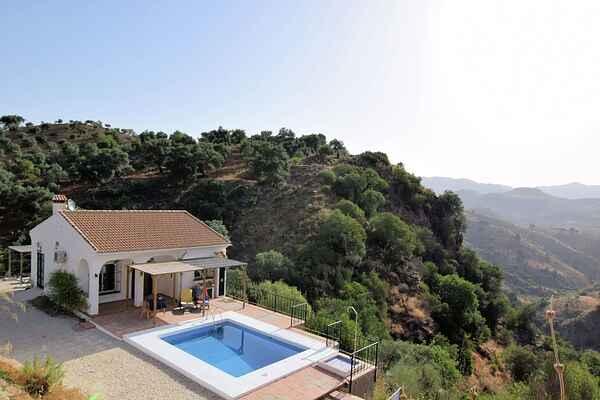 Holiday home in Almogía