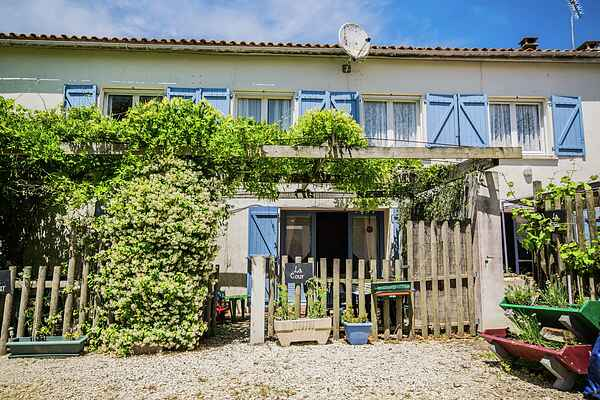 Holiday home in Pérignac