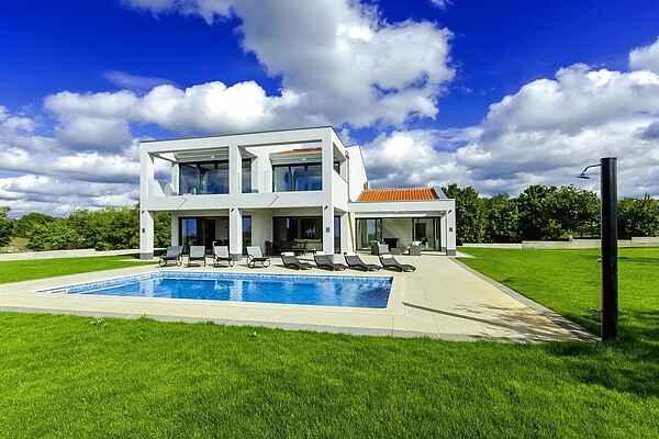 Villa in Tinjan