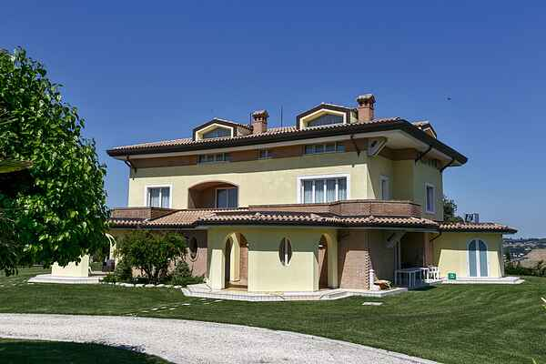 Farm house in Montefano
